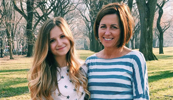 mom-takes-selfies-in-daughters-dorm-but-regrets-it_1