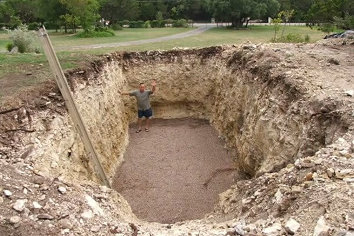 this-guy-became-the-envy-of-the-neighborhood-after-digging-a-hole-in-his-yard_1