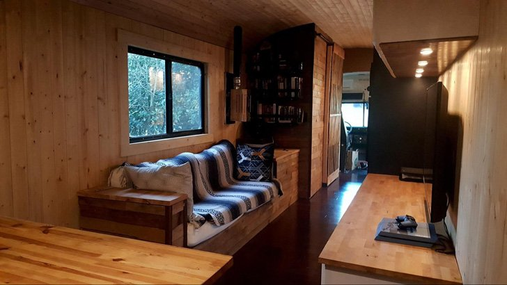 this-man-spent-15k-to-transform-2200-school-bus-into-tiny-home_13