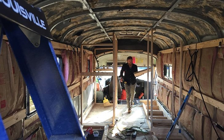 this-man-spent-15k-to-transform-2200-school-bus-into-tiny-home_9